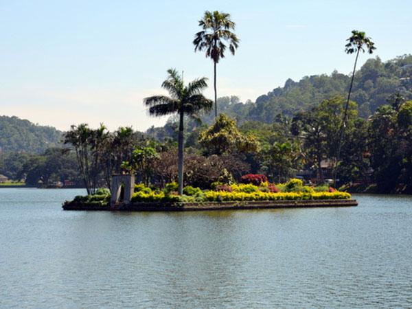 kandy lake image of lemas.lk