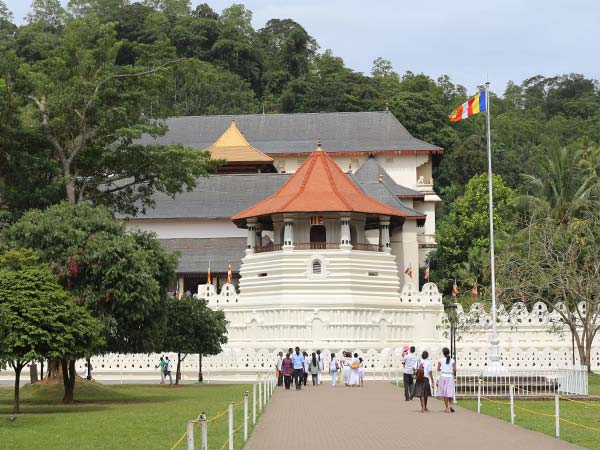 kandy temple image of lemas.lk